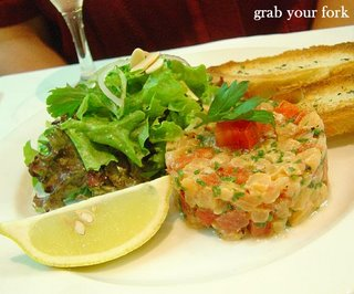 salmon tartare and toasted baguette