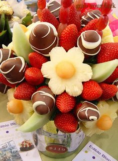 Edible Blooms fruit hamper