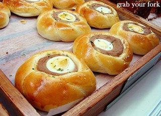 tuna egg bun