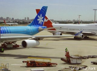 Air Tahiti and Qantas on the tarmac