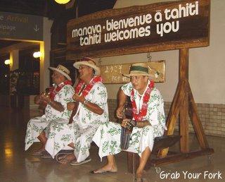 Tahitian ukele performers