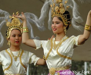 thai dancers 2