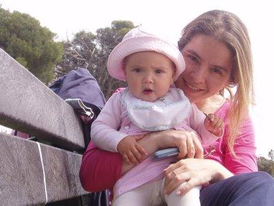 La niña Lola y la madre Rocío