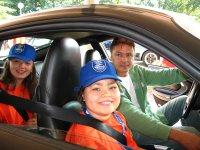 Samen met nicht Shari en chauffeur Misja