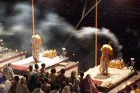 Varanasi - Gat kenari aksam eglenceleri