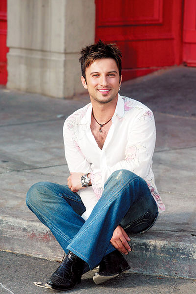Tarkan on set for Avea commercial