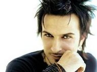 There are rumours that Tarkan is planning on recording an English album and that he might never again sing in Turkish