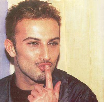 Tarkan blowing a kiss