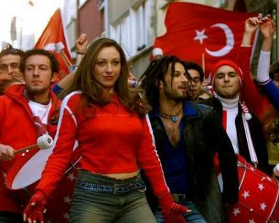 Tarkan Hup Commercial for World Cup 2002