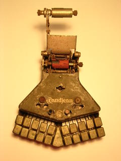 Transcriptor primitiu atabalat pel que escriu.