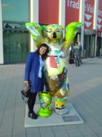 Elena hugging the famous Berlin Bear