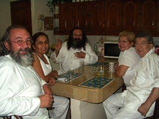 Con Iniciados de la Orden, la esposa -Mata Ji Dhyana Geburah- y el Sheikh GG:: - 2002