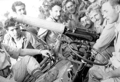 השלל המצרי הראשון בחטיבה - מכונת ירייה ויקרס