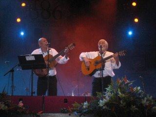 Cantando en el Festival Sabandeño
