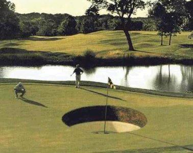 Funny Golf Picture: big hole you can't miss it !