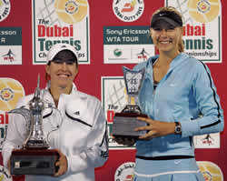 Picture of Maria Sharapova, Runner-Up Dubai Open Tennis Championship 2006, with Winner of the tournament Justine Henin-Hardenne.