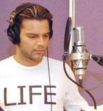 Ricky Martin canta Azótala,perréala,sacúdela...