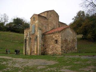 San Miguel de Lillo, en el conjunto palatino del Naranco [Foto: Alejandro Pérez Ordóñez]