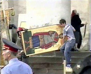 Se han podido salvar algunas obras de arte del interior del templo