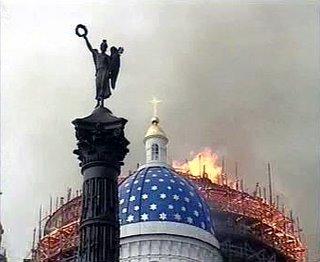 Las llamas comenzaron en unos andamios de las obras de restauración que se estaban llevando a cabo en la catedral