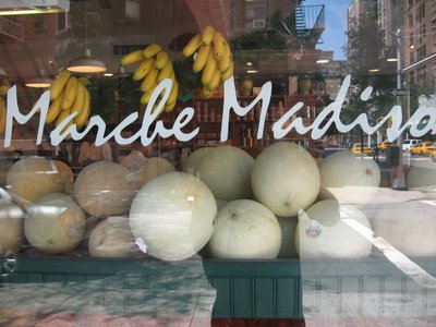 marché madison manhattan deli fresh fruit shop banana melons tomato