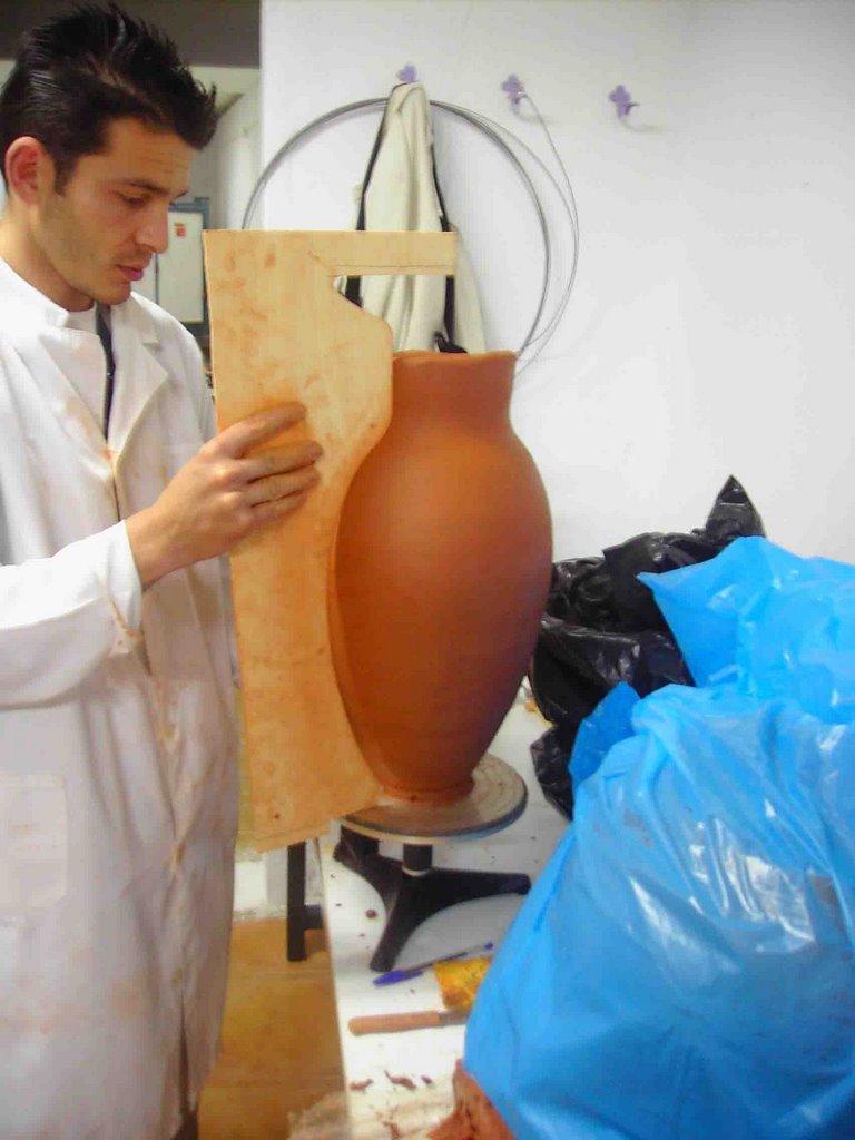 Alfareria Y Ceramica Jesus Haciendo Un Anfora
