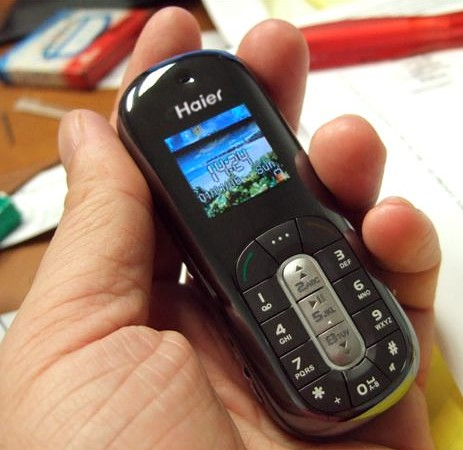 The Haier Elegance GSM Micro Mobile Phone / MP3