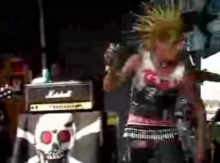 The Casualties - Get Off My Back en vivo!