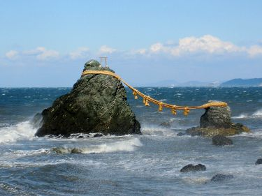 Rocas casadas en Futami