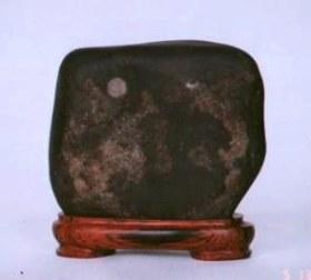 suiseki piedra negra
