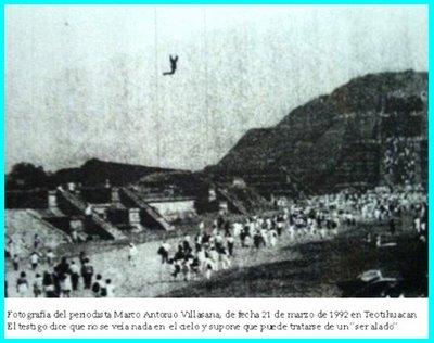 UFO at Teotihuacan 3-21-1992