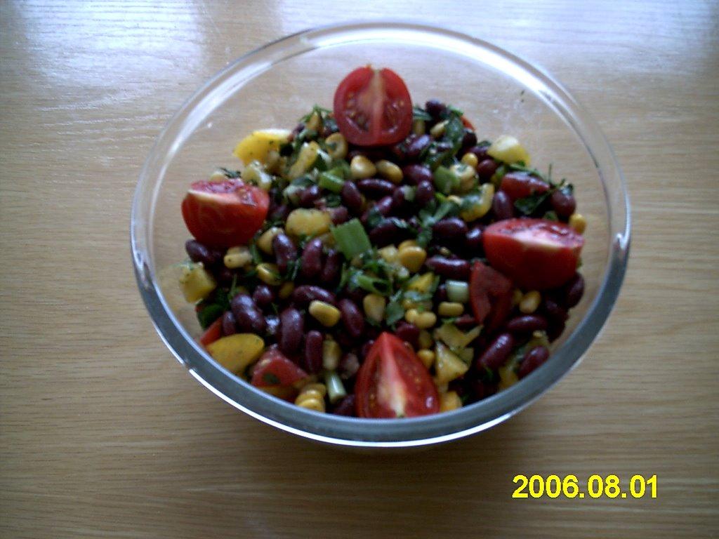 Kırmızı fasulye ile salata. Hızlı ve lezzetli
