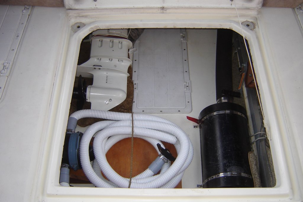 many bilges dejardine com the sc models have a large hatch similar to the engine hatch in the aft cockpit that gives total access to a huge storage compartment