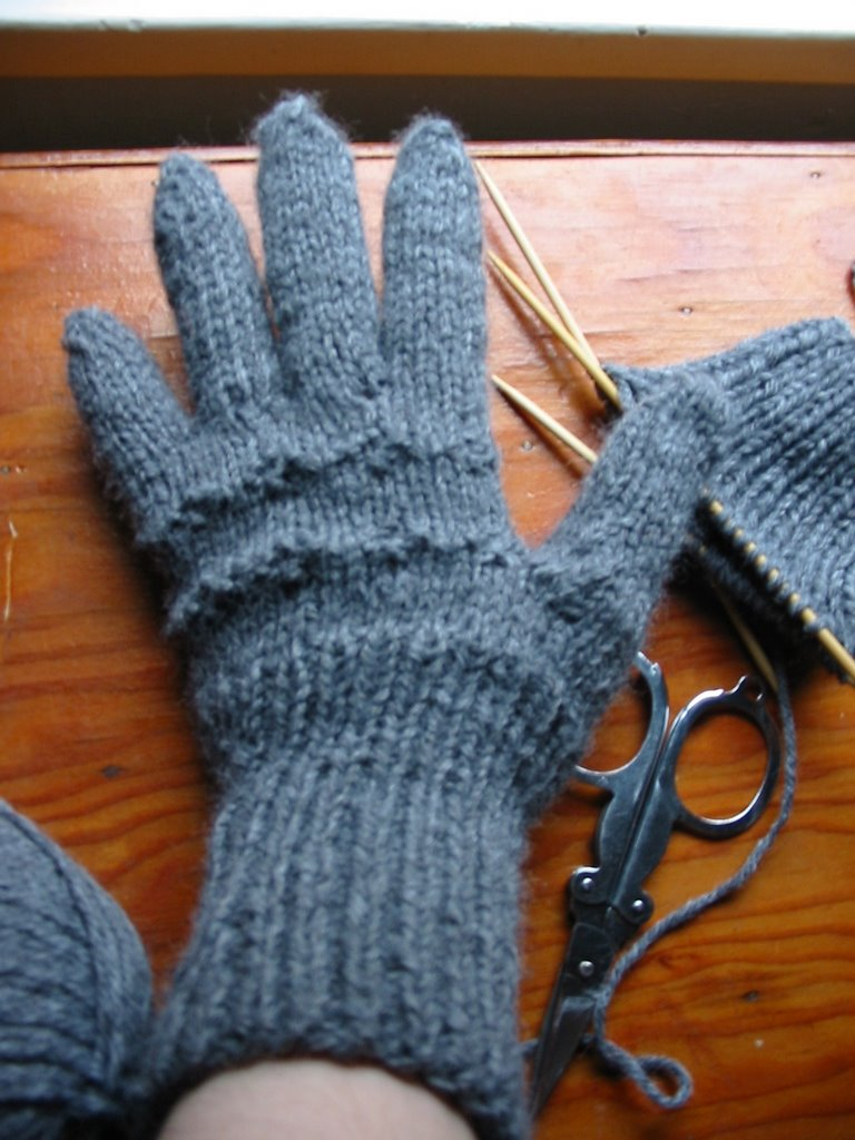 KnitOwl: Gloves in Worsted Weight Yarn