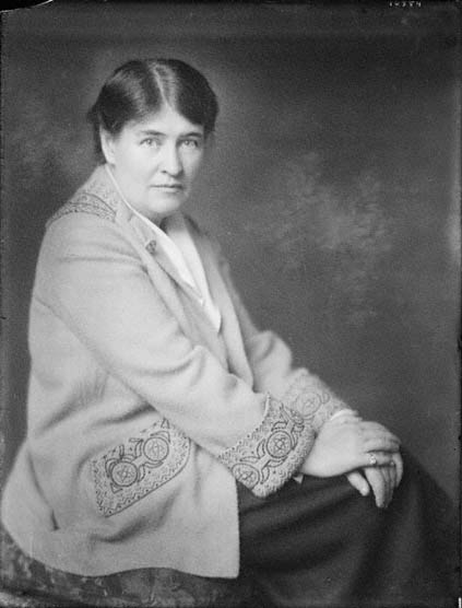 an analysis of american idealism in willa cathers o pioneers Analysis of willa cather's o'pioneers willa cather's best known novel, o'pioneers, is an epic story of hope and courage in the late 1800s on the american frontier.