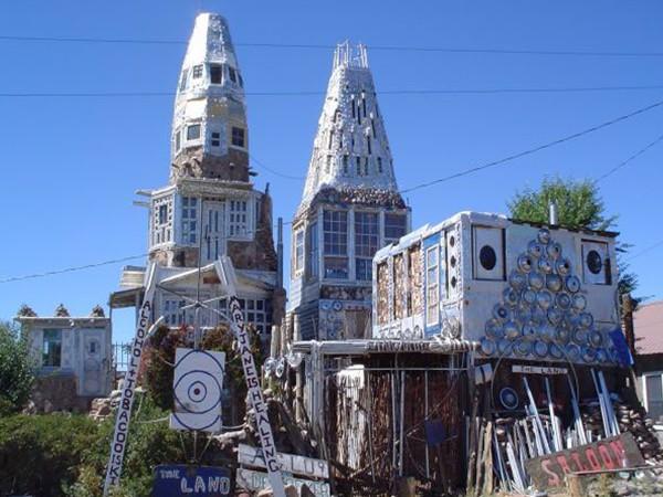Strange houses around the world splendid pictures around for Houses around the world