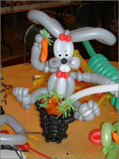 twist balloon to create a rabbit