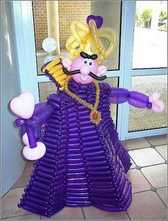 very impressive balloon art , the king ballon