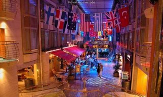 World's largest cruise - Explorer of The Seas : shopping mall