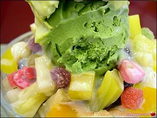 ice-cream with mix fruit
