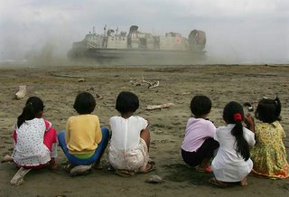 reuters photo - kids watching hovercraft