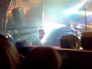 Charlie arrancando un sonido brillante a las guitarras; Jim, en olor de multitudes