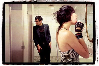 Yeah Yeah Yeahs Go To The Bathroom