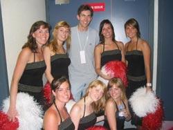 Avec les fanatic dancers, des pom pom frites (pardon, des pom pom belges) !