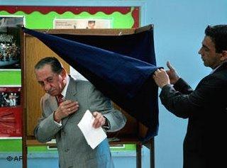 Presdient Tassos Papadopoulos casting his vote