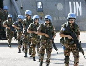 Italian 'peacekeepers' disembarking in Lebanon