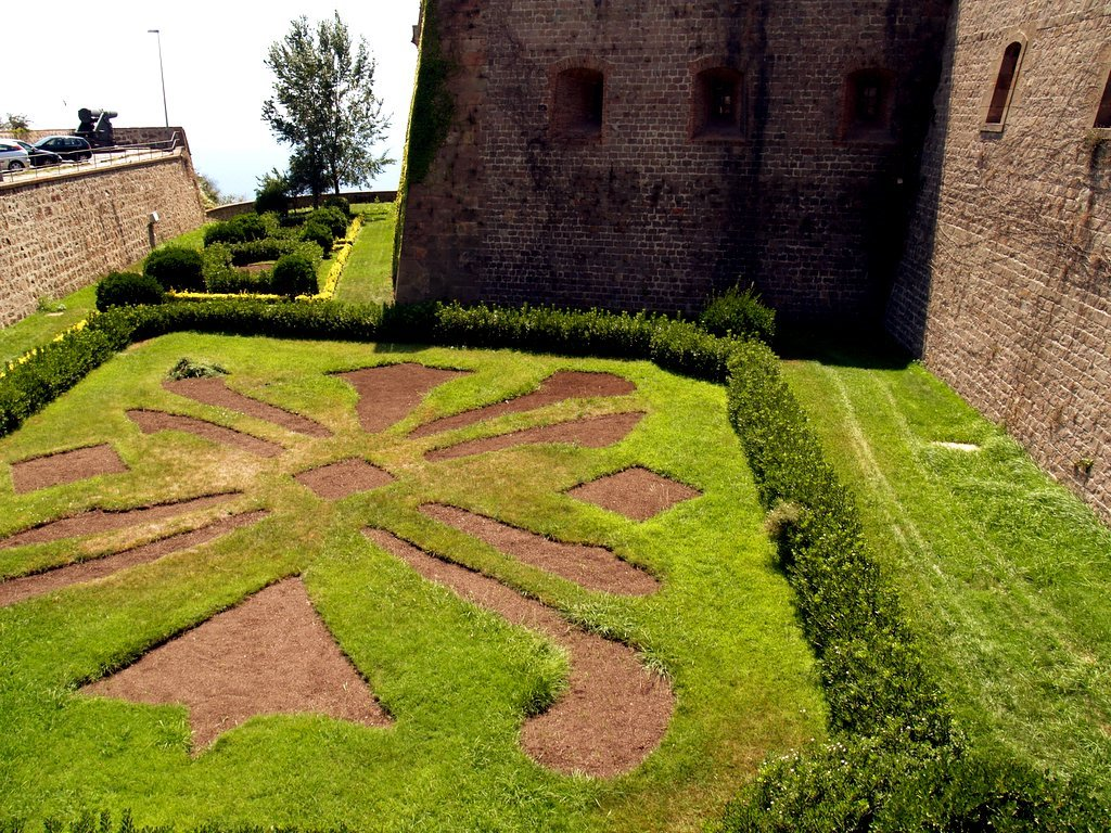 Macroiris castillo de montju c - Jardines de montjuic ...