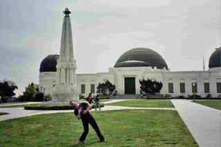 Homenaje a Rebelde sin causa: Alberto muere en Griffith Observatory, tiroteado por la policía, igualito que Sal Mineo