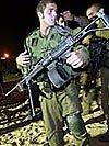 Israelischer Soldat mit MG