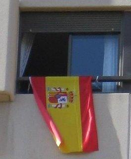 bandera de España en la ventana de mi cuarto